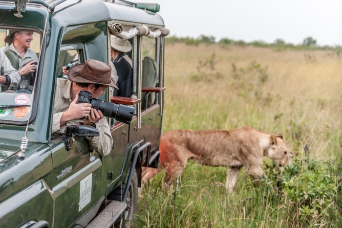 Wildlife photographer Richard Costin testing the new Nikon AF-S 80-400 lens in Africa